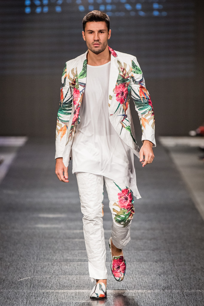 A model in Martini Vesto Spring/Summer 2016